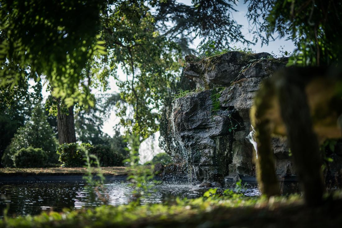 petite cascade d'eau au Château de Bellevue à Villié Morgon