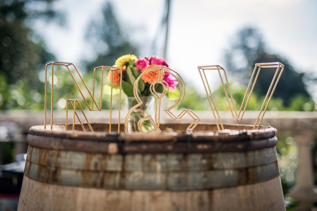n et V fer forgé en cuivre, logo pour la décoration de mariage