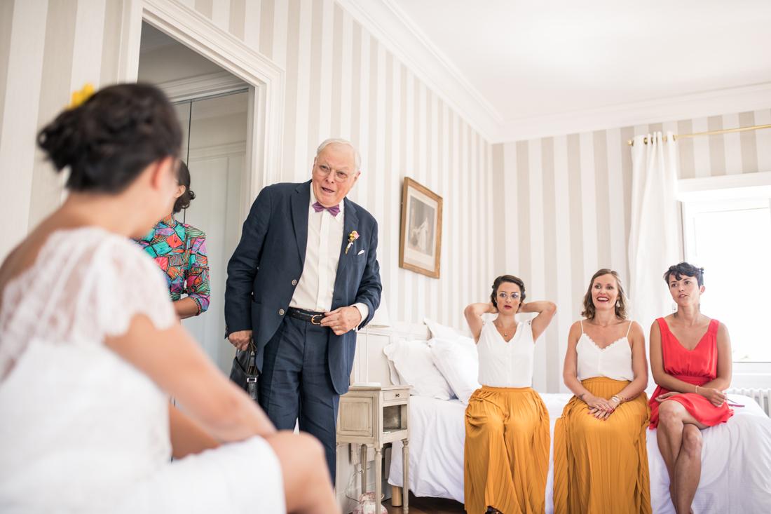le père de la mariée découvre sa fille