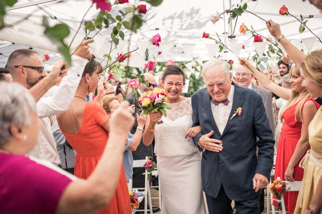entrée de la mariée pendant une cérémonie laïque