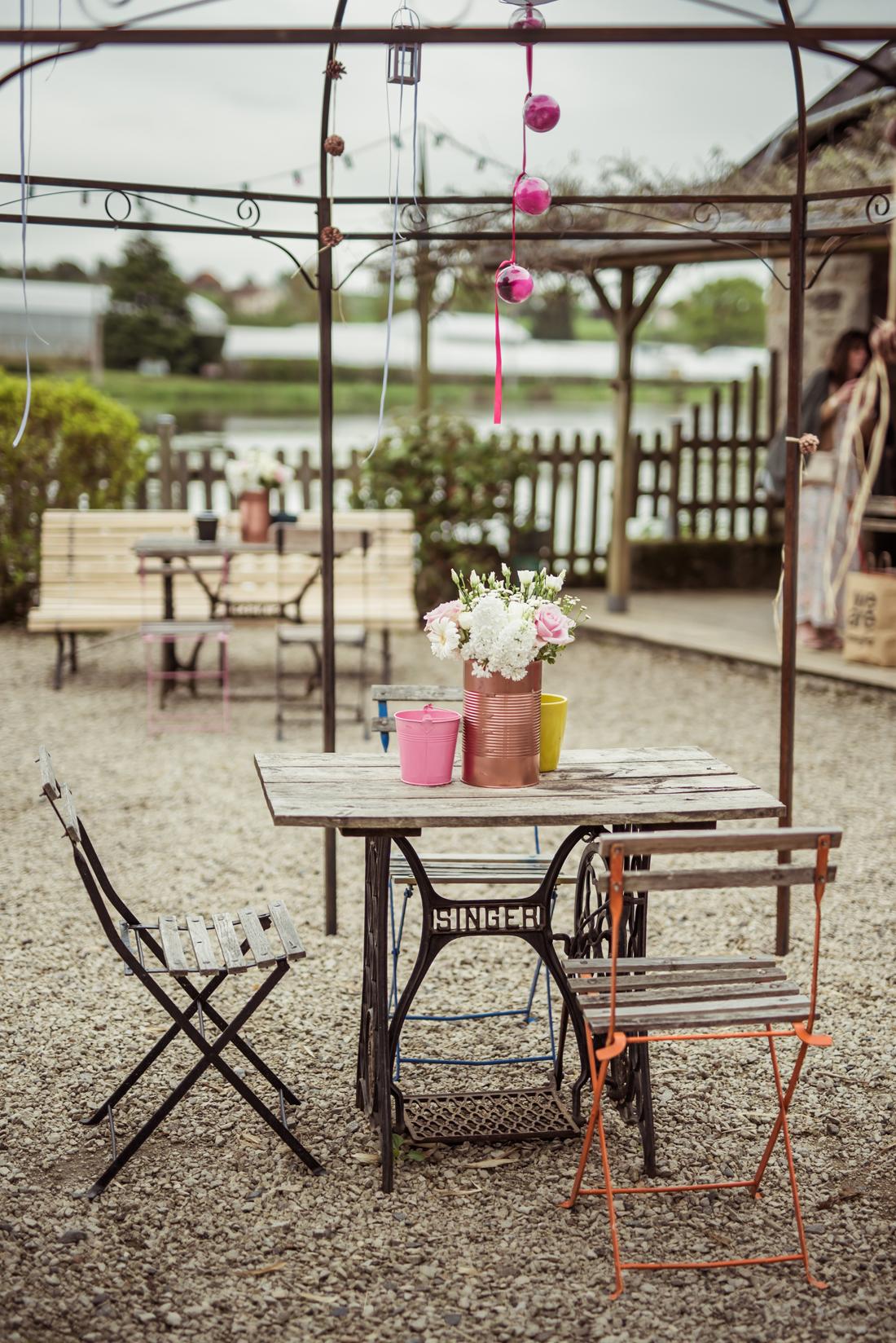 table extérieur au Moulin d'Artus à Beaubery