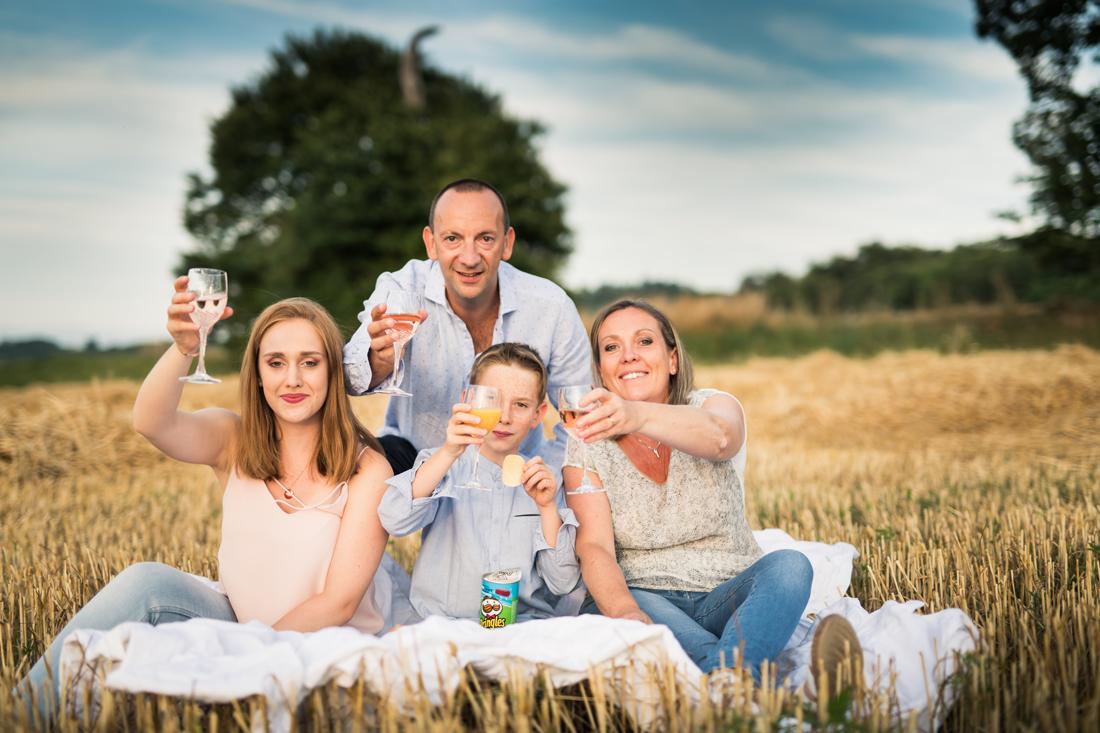 photo de famille dans les champs